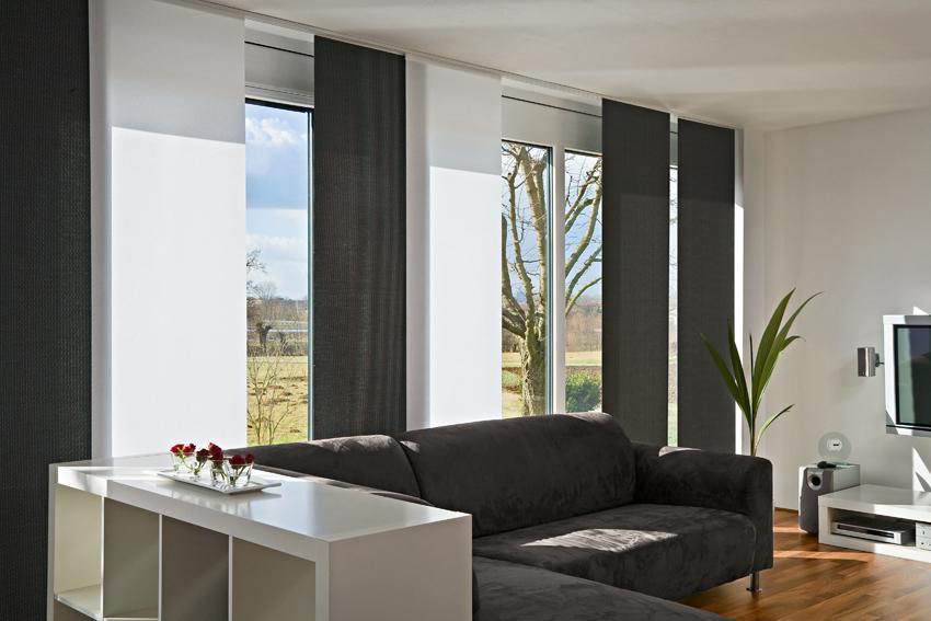 Sofa Vor Fenster individuelle flächenvorhänge für elegantes wohndesign und beschattung